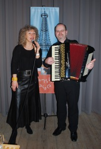 Formanden for Visens Venner Danmark, Dorte Birch og hendes faste akkompagnatør, Mogens Bækgaard besøger Ellegården på fredag.