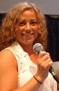 Den nye sangerinde Hannah Marie Roos tog alle med storm, da Visens Venner i Furesø hilste sommeren velkommen den 21. juni.