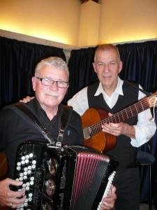 """Johnnie Pedersen og Hans Aagaard er blandt de visesangere og musikere, der optræder på Kalkgården den 29. oktober i anledning af """"Spil-dansk-dagen"""""""
