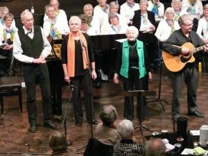 """Visens Venner i Furesøfremførte blandt meget andet også en næsten tårevædet udgave af Lone Kellermanns og Gasolins """"Se, Venedig og dø""""."""